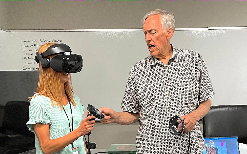 CREU Student tests Virtual Reality
